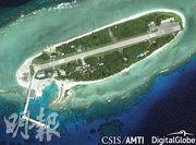 美國智庫CSIS定期公布太平島衛星照片,島上戰機、艦、公路等設備清晰可見。圖為去年2月相片。(網上圖片)