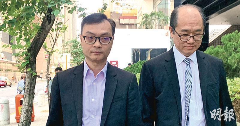 商品交易所時任財務總監蔡達英(左)獲准保釋後離開法院,其家人昨日亦有到庭旁聽。案件押後至明年1月7日提訊。(戴晴曦攝)