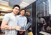 浸大計算機科學系教授褚曉文(右)和博士生施少懷(左)與騰訊人員合作,研發出教導電腦辨別資料的新方法,提升訓練人工智能的效率,同時打破現時兩個機器學習系統的國際紀錄。(浸大提供)