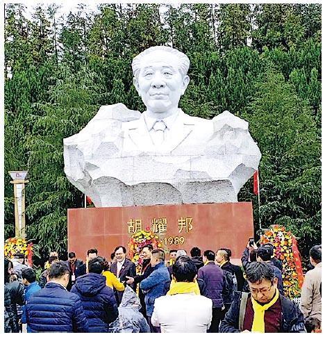 中共前總書記胡耀邦的雕塑昨日在湖南瀏陽耀邦故居揭幕。(網上圖片)