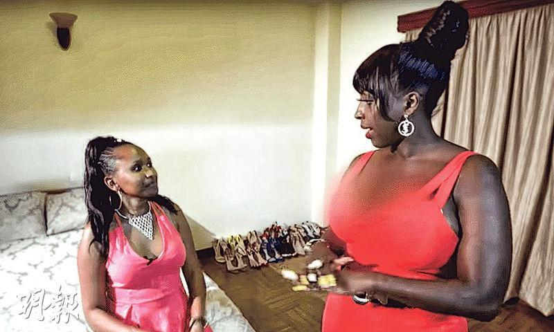 英國廣播公司紀錄片刻意把受訪者(右)乳溝部位模糊化,引起爭議。(網上圖片)