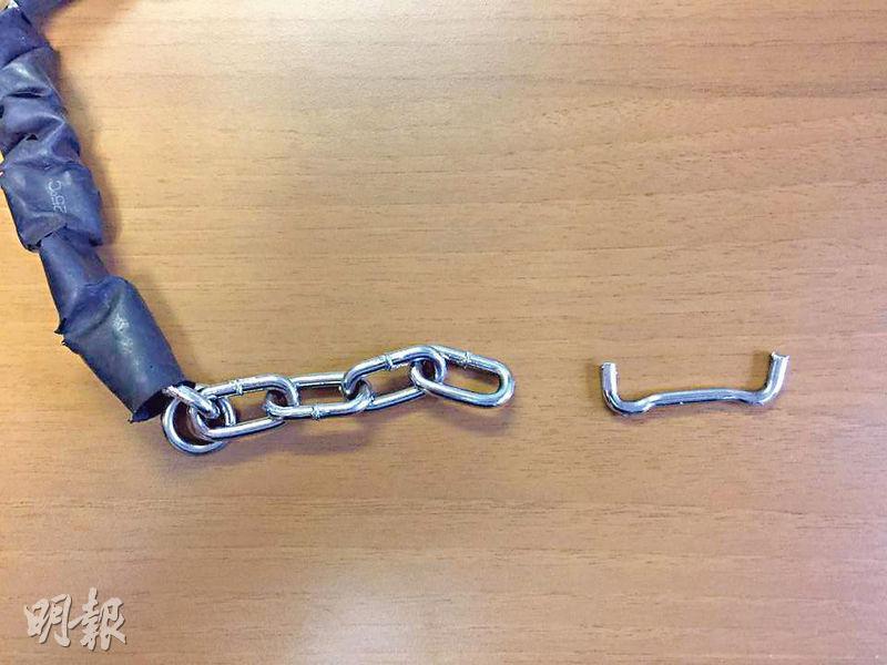 押解內地男子用的鐵鏈部分鐵圈整個斷開。