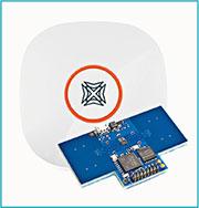「脈衝無線電超寬頻」雷達盒子只有約手掌大小,可透過收發信號偵測微弱震動,包括呼吸及心跳,再利用程式,則可用以偵測人體、人流、人數等。(Xandar提供)