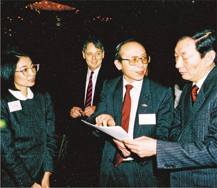 方黃吉雯(左)談到改革開放40年時,認為國務院前總理朱鎔基(右)是當中的推手,是除了已故領導人鄧小平之外,另一個在改革開放過程中值得紀念的人物。(受訪者提供)
