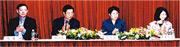 方黃吉雯(右一)在改革開放早年北上內地,展開與內地金融機構的交流,並參與組織培訓班,實現與內地財經高管的交流。當時除了她參與之外,國務院僑務辦前主任陳玉杰(右二)、中國人壽前董事長楊超(左一)亦參與其中。(受訪者提供)