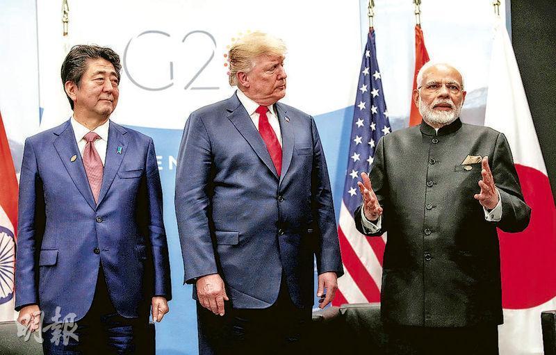 G20峰會舉行期間,日本首相安倍晉三、美國總統特朗普和印度總理莫迪(左起)舉行三方會談,討論印太合作。(路透社)