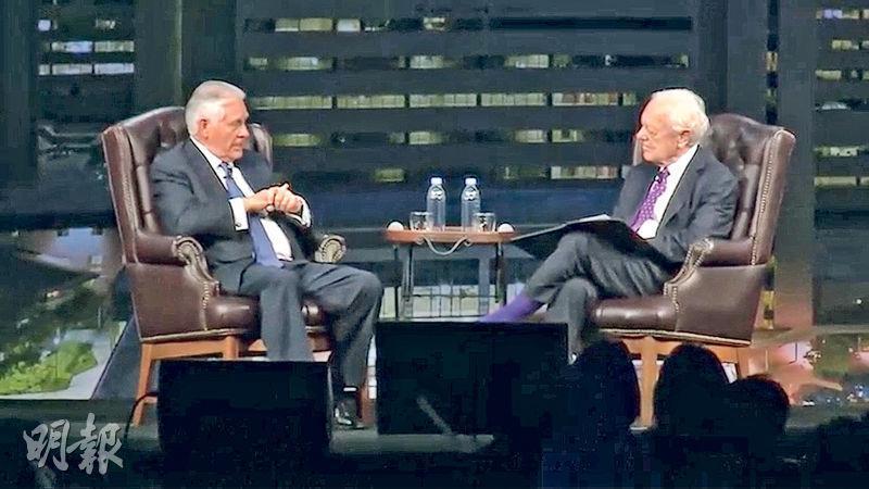 蒂勒森(左)接受哥倫比亞廣播公司訪問時,形容特朗普不講求紀律。(網上圖片)