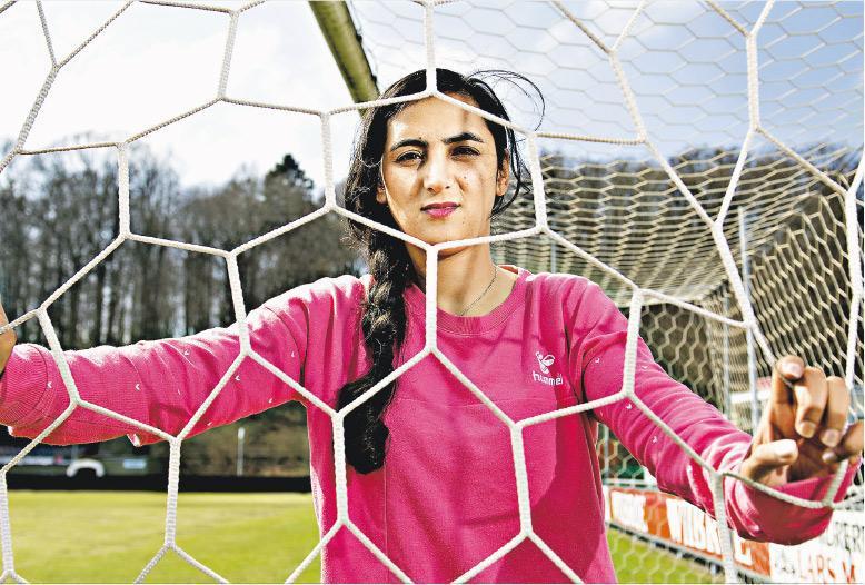 波帕爾不僅有份創辦阿富汗第一支國家女子足球隊,還為爭取該國婦女的權益努力不懈。(網上圖片)