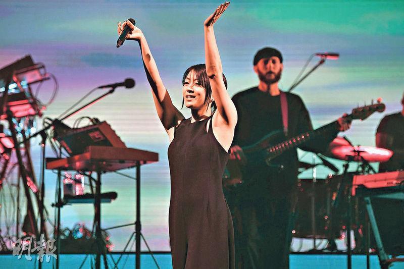 宇多田光順利完成出道20周年紀念演唱會,感動得眼泛淚光。