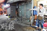 熙和街水電工程舖負責人蔡先生說,幸得門外三根皇都戲院的鐵柱,力保其舖免被保母車直插。(衛永康攝)