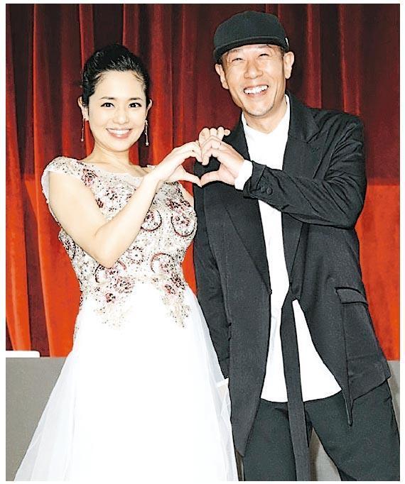 蒼井空(左)與夫DJ NON(右)首度同場,宣布懷孕喜訊。