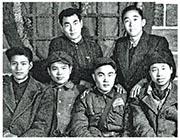 郭道暉(前左一)是清華理工科出身,和前總理朱鎔基(後左一)是同學,還是朱的入黨介紹人。圖為宿友合影。(網上圖片)