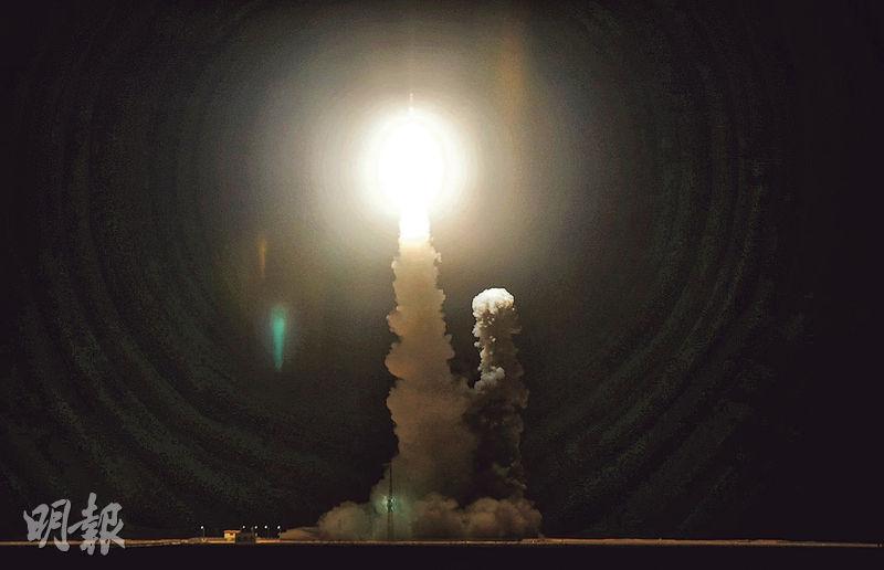 搭載「虹雲」首星的「長征十一號」運載火箭昨日成功發射。(新華社)