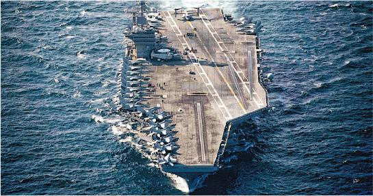 進入波斯灣的美國航空母艦「斯坦尼斯」號。(網上圖片)