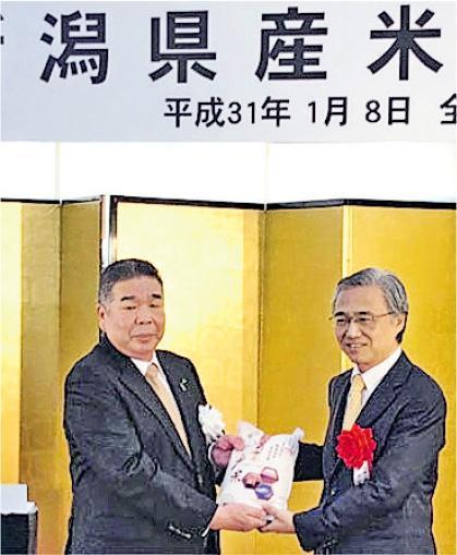 日本新潟大米重啟對華出口,日本全國農業協同組會聯合會(JA全農)前日在橫濱港舉行出貨儀式(圖)。(網上圖片)