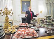 美國總統特朗普周一在白宮以快餐接待奪得全國冠軍的美式足球隊。(法新社)
