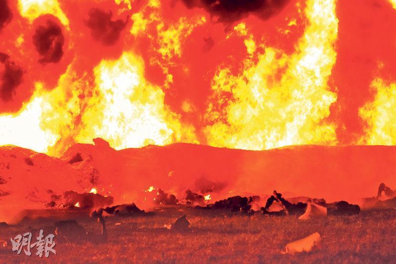 墨西哥特拉韋利爾潘的油管爆炸引發大火,造成至少66人喪生。(法新社)