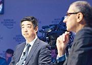 胡厚崑(圖左)