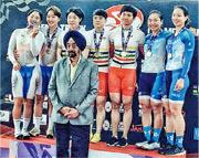 李慧詩(右二)伙拍檔馬詠茹(右一)出戰女團爭先賽,力壓東道主,摘得亞洲賽銅牌。