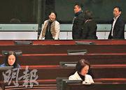 律政司長鄭若驊昨出席立法會會議,引述案例稱若行政機關、議會向律政司施加政治或任何壓力,會違反《基本法》第63條。(李紹昌攝)