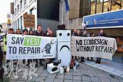 歐洲有團體示威要求立法規定保障電器「維修權」。(網上圖片)