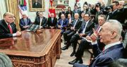 上周四中美新一輪貿易談判之後,中方牽頭人、副總理劉鶴(右)在白宮和美國總統特朗普(左)會面時稱,中方會加緊處理結構性和如何落實的問題。(路透社)