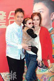 李丞責(左)與太太劉倩婷(右)帶埋愛女出席新書宣傳。(攝影/記者:林祖傑)