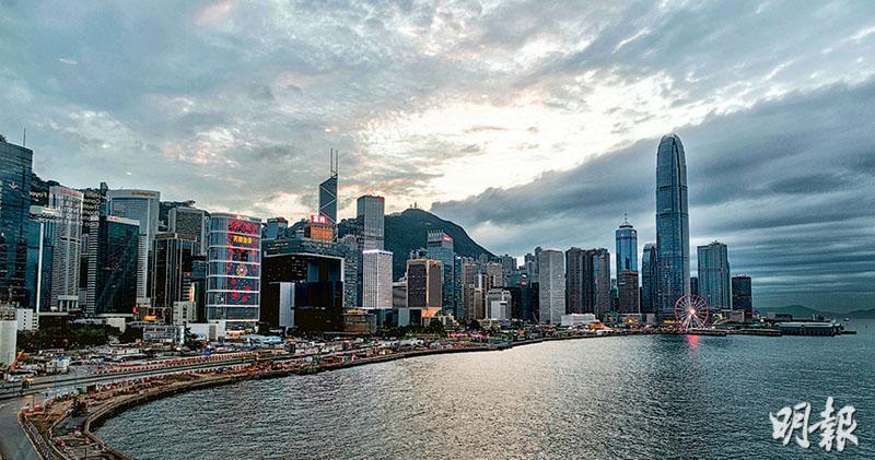 國務院正式公布《粵港澳大灣區發展規劃綱要》,提到香港現時面對「經濟增長缺乏持續穩固支撐」的挑戰,須鞏固和提升國際金融、航運、貿易中心和國際航空樞紐地位,亦須發展創新及科技事業,並倡議香港發展成為「亞太區國際法律及爭議解決服務中心」,以及「知識產權貿易中心」。(鍾林枝攝)