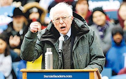美國佛蒙特州無黨籍聯邦參議員桑德斯(前)上周六在紐約布魯克林宣布投入2020年總統大選。(新華社)
