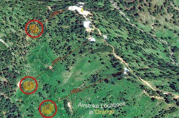 衛星圖片顯示,印度空軍上周空襲巴基斯坦境內的目標(右方白色位置),與實際炸中的位置(左方紅圈)最遠有約200米距離。(網上圖片)
