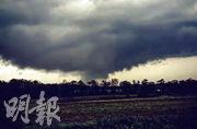 有網民周日早上在阿拉巴馬州多森(Dothan)拍攝到龍捲風。(法新社)