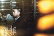梁天琦(前)的代表律師昨日在旺角暴動案結案陳辭時,引用日本名作家村上春樹名言,形容梁屬「面對高牆的一隻雞蛋」。(資料圖片)