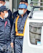 日產前董事長戈恩(右)昨日離開東京拘留所,但仍須接受嚴格的監控條件。(法新社)