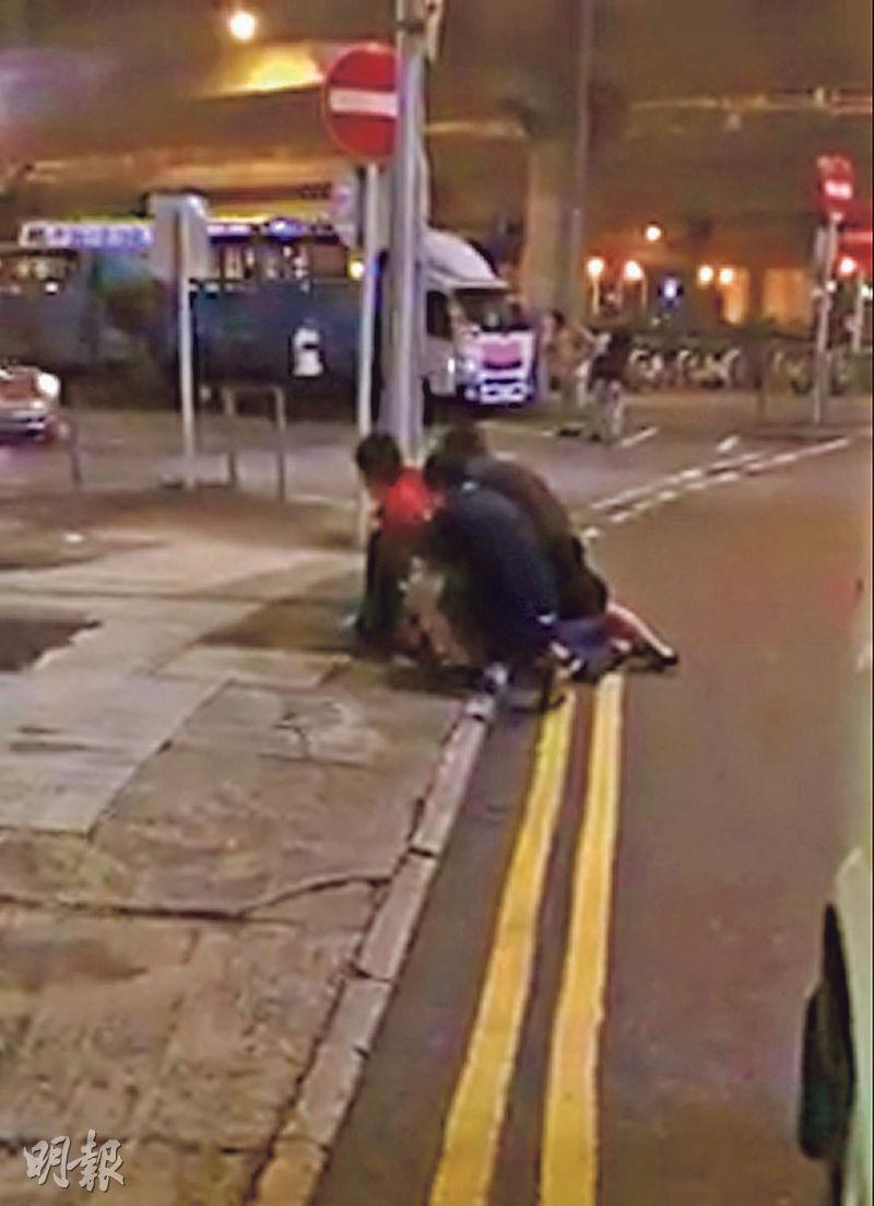 事發當日有目擊者拍到短片,死者被3名男子制服按在地上,他曾呼叫「抖唔到氣」。(資料圖片)