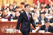 李稻葵在昨日的政協大會發言表示,中國晶片確實受制於人,但暗示可用減少維他命、抗生素原料出口還擊,「對於(外國)一些從長期來看將阻礙我們創新和升級的要求,必須堅決拒絕」。(中新社)