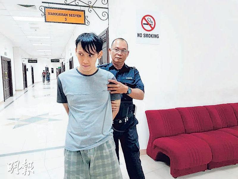 22歲男子阿里斯特上周五當庭認罪後被判入獄10年10個月,隨後被庭警押離法庭。(網上圖片)
