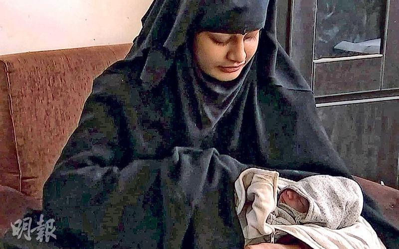 輿論指摘英國內政部拒批19歲「聖戰新娘」貝居姆(左)及其新生兒(右)返英,須為該嬰孩之死負起道德責任。(網上圖片)