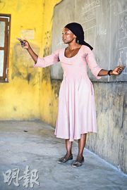 Sulemana Shukura teaching at a school in Ghana. Photo: Jacob Stærk