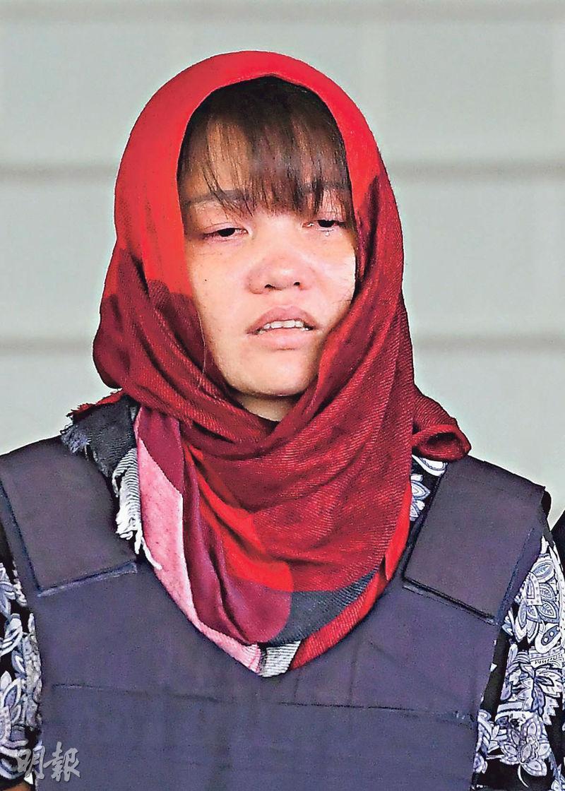 金正男案的越南女被告段氏香(上圖)昨日含淚離開法庭。她的父親(下圖)昨在河內家中聽到大馬拒絕撤銷控罪的消息,表示感到心碎。(法新社)