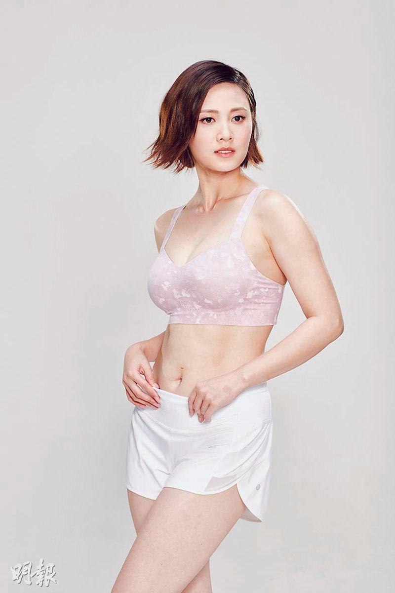 朱晨麗穿著運動bra及短褲拍廣告,身材弗爆。