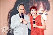 何國禧(左)大讚蘇姍(右)不但唱歌好聽,而且熱心公益。(攝影:鍾偉茵)