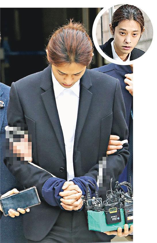鄭俊英雙手被綁上白色長繩,並由兩名警員押送到羈留所,昨晚正式被拘捕。