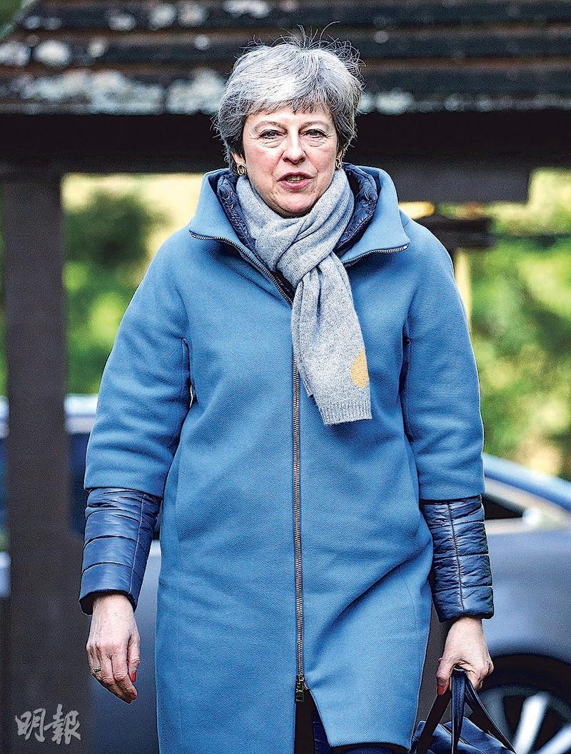 英媒引述消息,指首相文翠珊願以辭職換取脫歐派議員支持通過脫歐方案。圖為她周日在海威科姆上教堂。(路透社)