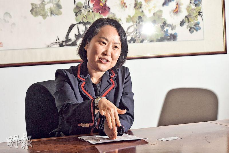 中銀香港首席經濟學家鄂志寰接受本報訪問時說,大灣區內將有多項基建項目動工,本港銀行將有機會參與融資。 (劉焌陶攝)