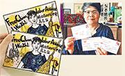 民眾自製明信片,聲援被捕的維權編輯危志立。已退休的教授艾曉明亦有參加,上圖為她展示所寫的明信片。(網上圖片)