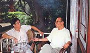 王希哲(左)1996年與已故諾貝爾和平獎得主劉曉波(右)共同發表對國共兩黨的《雙十宣言》,內容包括希望兩黨就兩岸問題和平談判等。劉曉波因宣言在1996年10月未經審訊被判勞改3年,王希哲同月經香港流亡美國。(資料圖片)