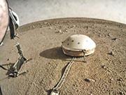 美國太空總署稱,圖中法國製探測器「洞察」號的測震儀本月6日測量到火星發生震動。(網上圖片)