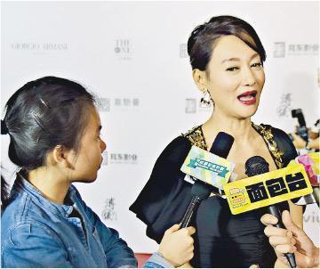惠英紅(右)憑《翠絲》再奪金像獎最佳女配角。