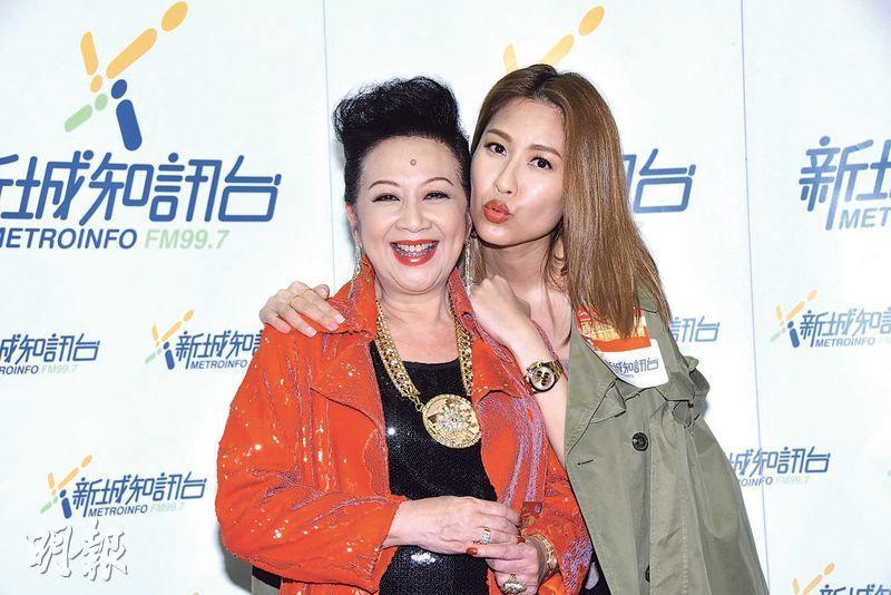 陳敏之(右)會物色好男仔介紹給薛家燕(左)的女兒。(攝影:鍾偉茵)