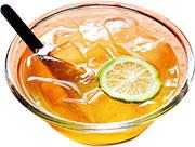 愛玉凍泡在蜂蜜檸檬水裏,乍看是冰。(圖:鄒芷茵)